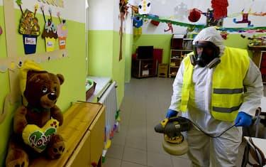 foto-hero-coronavirus-napoli-igienizzazione-scuole-ansa