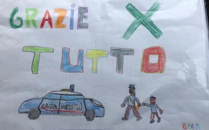 """Coronavirus, bimbo della zona rossa ai carabinieri: """"Grazie per tutto"""""""