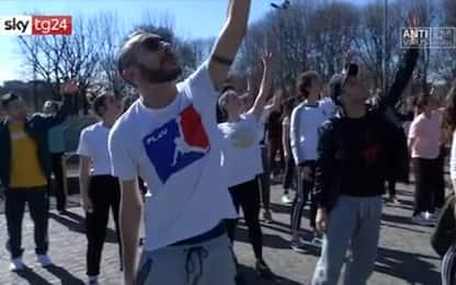 Coronavirus, l'Italia che resiste: a Milano lezioni di danza all'aperto