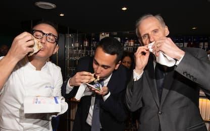Coronavirus, Di Maio mangia pizza con ambasciatore francese