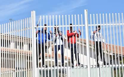 Coronavirus, rivolte in 27 carceri di tutta Italia. FOTO