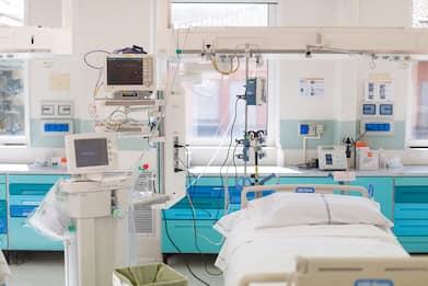 Coronavirus Ischia, professore ricoverato fa lezione dall'ospedale