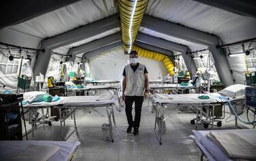 foto-hero-coronavirus-ospedale-campo-cremona-ansa