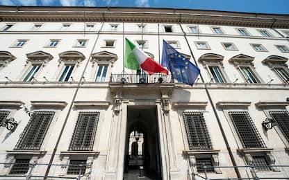 Coronavirus, a Roma bandiera italiana a mezz'asta in segno di lutto