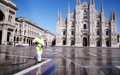 Coronavirus, a Milano sanificata anche piazza Duomo. FOTO