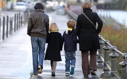Coppie gay, Cassazione: no a due mamme per bambini italiani