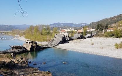 Massa Carrara, crolla ponte su strada provinciale. FOTO