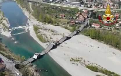 Crollo ponte sul fiume Magra, il video dall'alto dei Vigili del fuoco