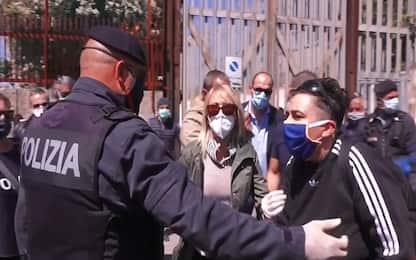 Coronavirus, Roma: protesta davanti al carcere di Rebibbia. VIDEO