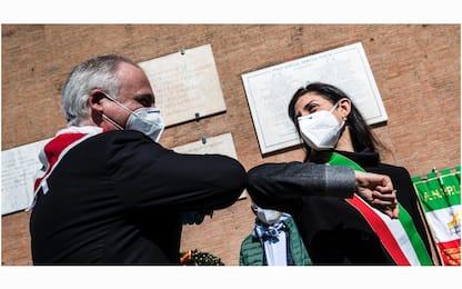 25 aprile celebrato a Roma col saluto anti-Coronavirus. FOTO