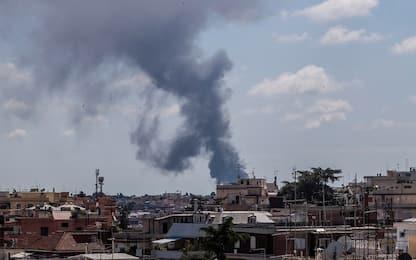 Roma, incendio in via del Fosso della Magliana: una denuncia