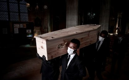 Coronavirus Italia, i funerali nella Fase 2: termoscanner e mascherine