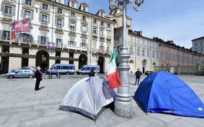 Primo maggio Torino, la protesta: in tenda davanti a Regione Piemonte