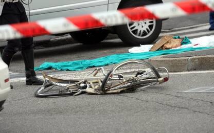 In bicicletta di notte sull'autostrada A4, 60enne travolto e ucciso