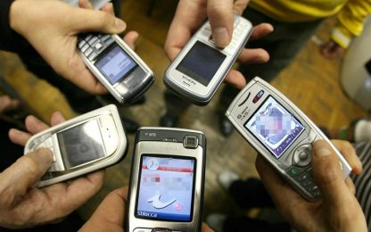Avellino, 17 cellulari 'lanciati' in carcere dentro a un pallone