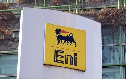 Spari contro una cabina della raffineria dell'Eni nel Pavese