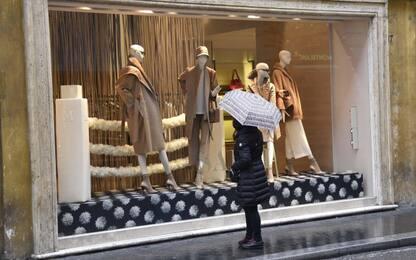 Saluzzo, rubano manichino da un negozio: denunciati due minorenni