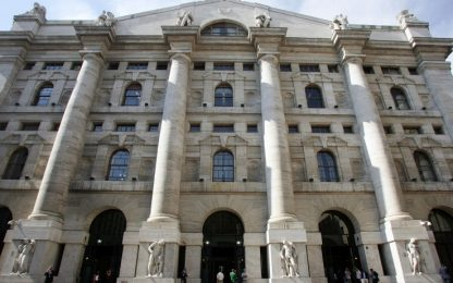 Caos governo, Piazza Affari perde più del 2%. Spread sale a 234
