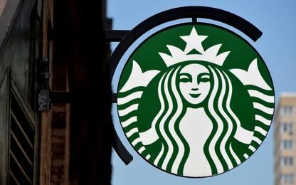 Starbucks risponde a Trump: assumerà 10mila rifugiati