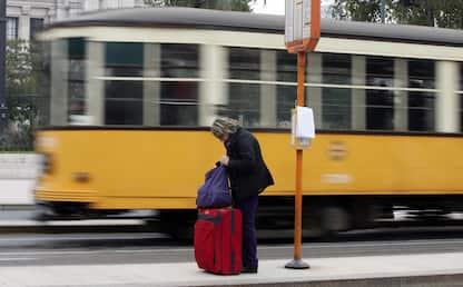 Milano, pugno ad autista del tram dopo lite con fidanzata: denunciato