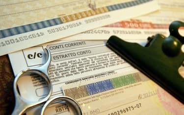 Fotogramma-Conto_corrente_assegni