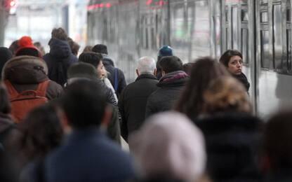 Odissea pendolari treni, tra ritardi, cancellazioni e disservizi