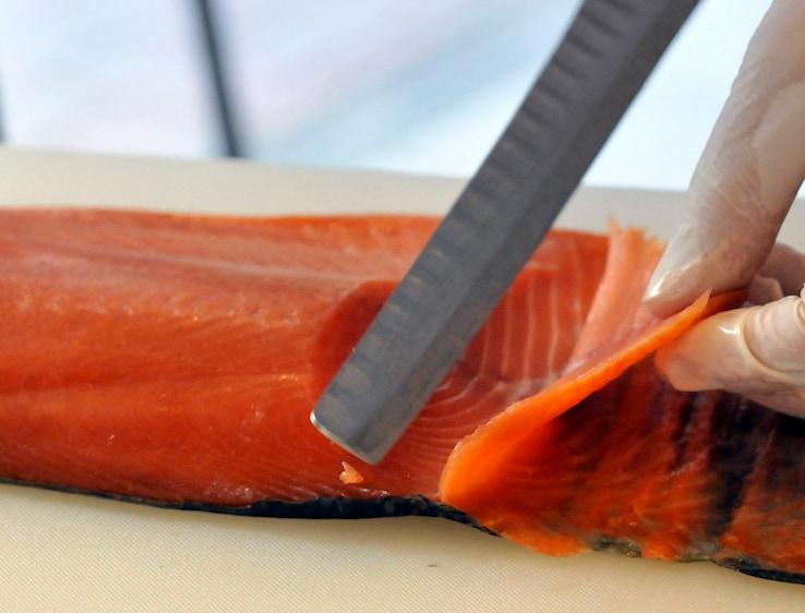 100 grammi di salmone dell'Atlantico cotto al forno o alla piastra contengono 1,8 grammi di Omega 3