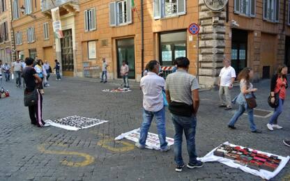 Ambulanti abusivi, in Italia sono 105mila: circa 1 miliardo evaso