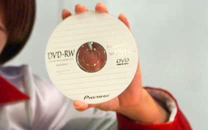 Catania, scoperto 'centro' di masterizzazione di cd e dvd: due denunce