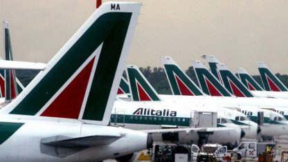 Atlantia pronta a sfilarsi da Alitalia, irritazione del governo