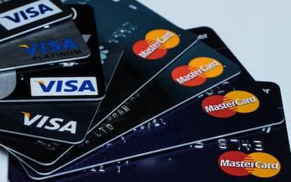 Soffre di shopping compulsivo, giudice le toglie la carta di credito