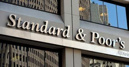Grecia, l'agenzia Standard & Poor's rivede al rialzo il rating