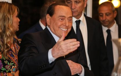 """Calabria, Berlusconi: """"Niente tasse per 3 anni a chi assume giovani"""""""