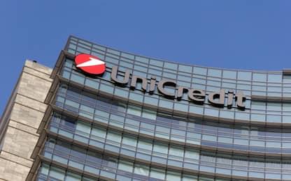 Unicredit esce da Mediobanca e cede quota dell'8,4% per 800 milioni