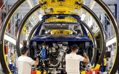 Auto, immatricolazioni in calo a gennaio: Europa -7,4%, Italia -5,9%