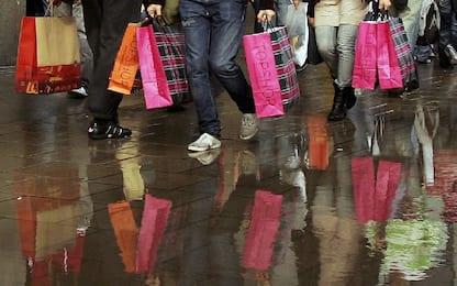 Saldi, Confcommercio: oltre 5 miliardi saranno spesi da 15 mln famiglie