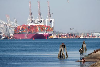 Commercio estero, Istat: crolla l'export extra Ue a marzo, -13,9%