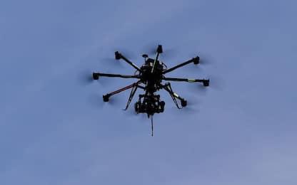 Napoli, drone con sei cellulari atterra nel carcere di Secondigliano