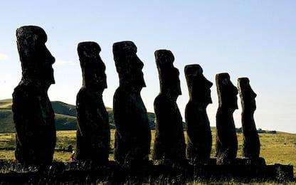 Isola di Pasqua, il mistero delle statue Moai: segnalavano acqua dolce