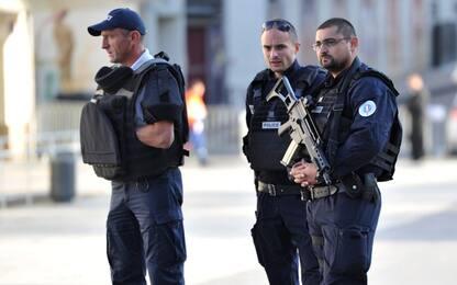 "Francia, arrestate 4 persone: ""Preparavano attacco kamikaze a Parigi"""