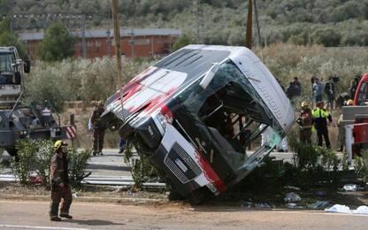 Incidente Bus Catalogna, archiviata inchiesta. Rabbia parenti vittime