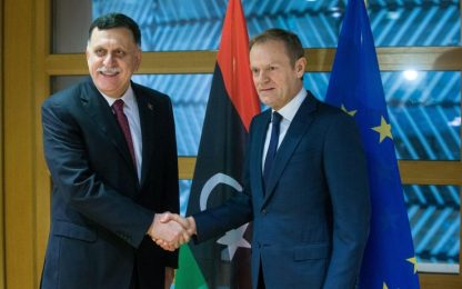 """Migranti, Tusk: """"Ue chiuderà la rotta dalla Libia all'Italia"""""""