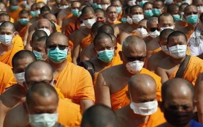 Thailandia, metà dei monaci buddisti soffre di obesità