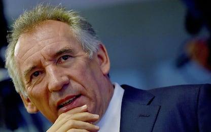 Francia, Bayrou rinuncia alle presidenzali e propone alleanza a Macron