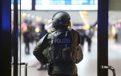 Stazione Dusseldorf: attacco con ascia