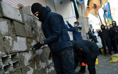Ucraina: nazionalisti murano banca russa