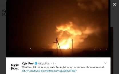 Ucraina, incendio ed esplosioni in un deposito armi: 20mila evacuati