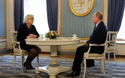 """Putin riceve Marine Le Pen: """"Non vogliamo influenzare le elezioni"""""""