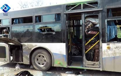 Aleppo, autobomba contro bus di civili: sale a 112 il numero dei morti