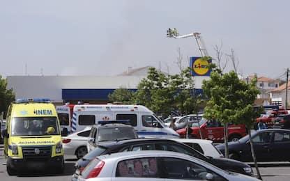 Portogallo, aereo si schianta vicino ad un supermercato: 5 morti<br>